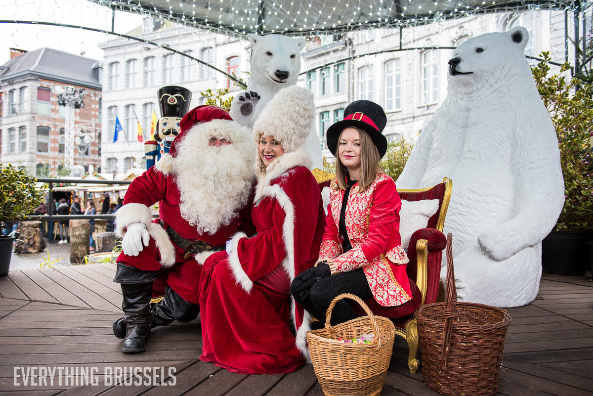 Photo with Santa, Mons