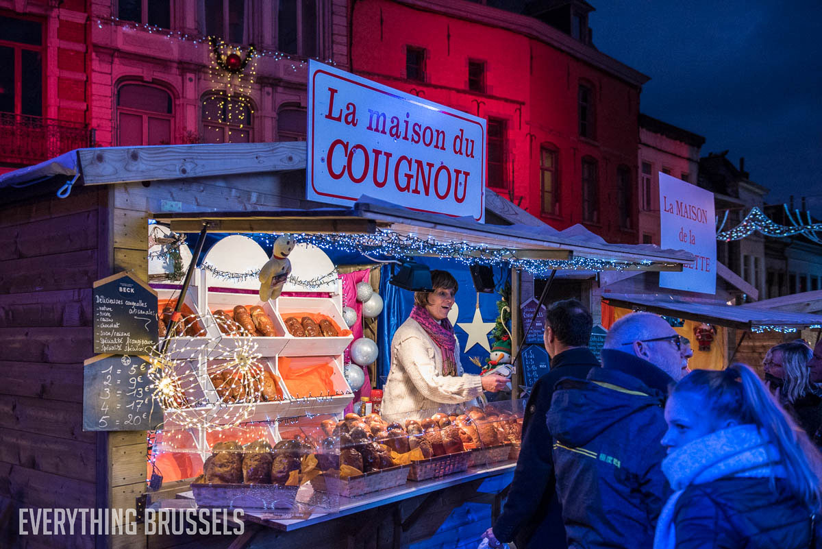 Shopping on the Christmas market of Mons